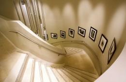 Có nên sử dụng hệ thống cảm biến đèn led trang trí cho cầu thang?