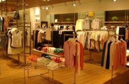 Nhờ trang trí đèn phù hợp, shop thời trang tăng doanh thu dễ dàng