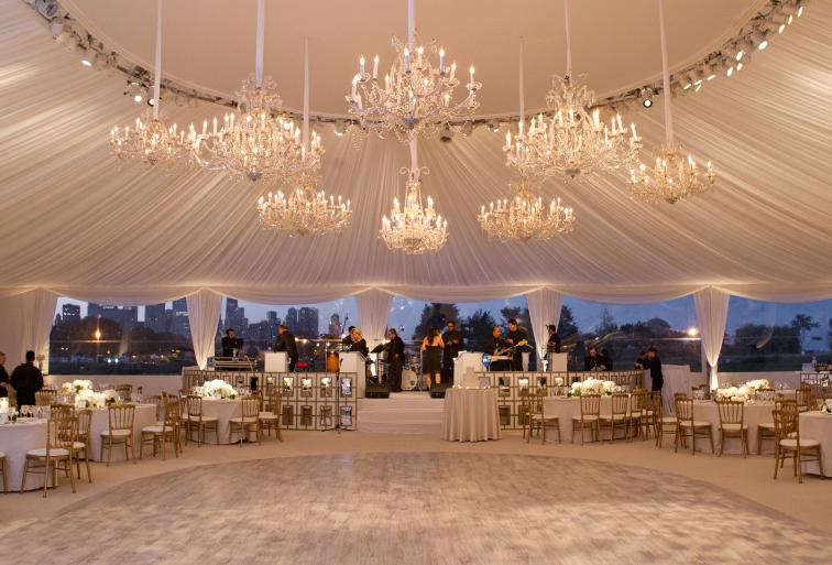 7 cách trang trí ánh sáng cực đẹp, cực ấn tượng cho tiệc cưới ở ngoài trời