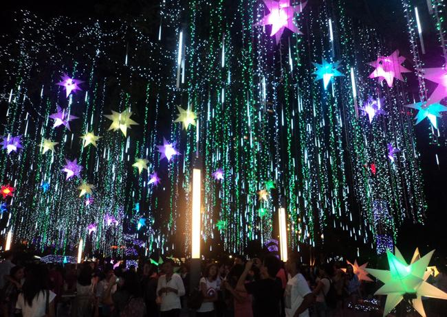 Đèn led trang trí Noel mang tới không gian mới lạ, ấm áp