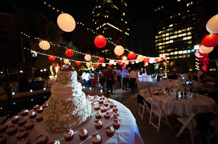 """""""Đẹp xuất sắc"""" với mẫu đèn trang trí đám cưới"""